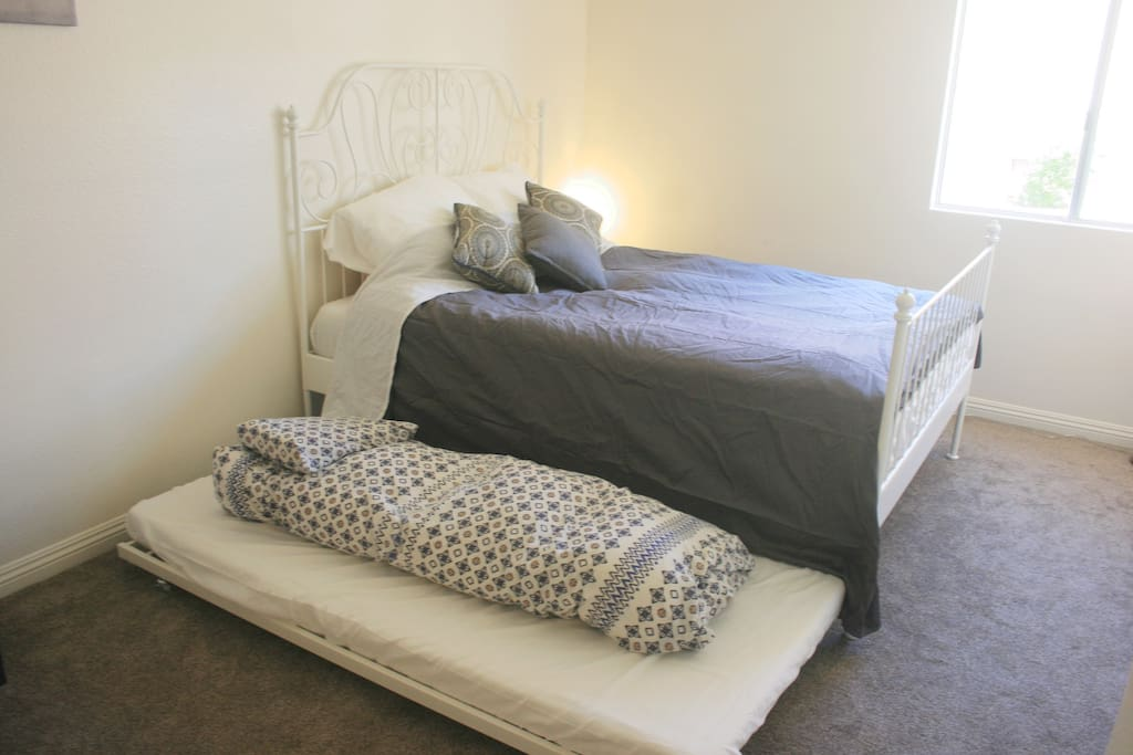 Queen Bed with Hideaway Single in Master - New Carpet, Huge Closet with Den