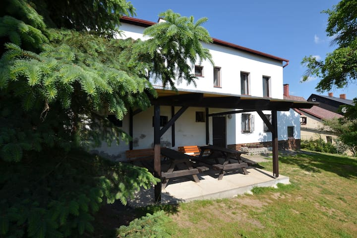 Spacious cottage for groups with billiards and sauna with 8 bedrooms