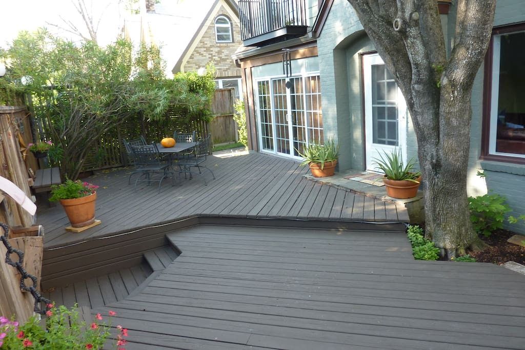 Private, enclosed front deck