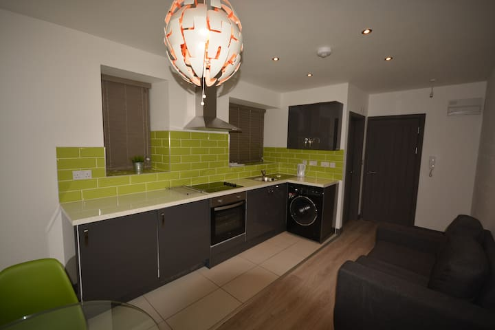 Stylish & Modern One Bed Apartment