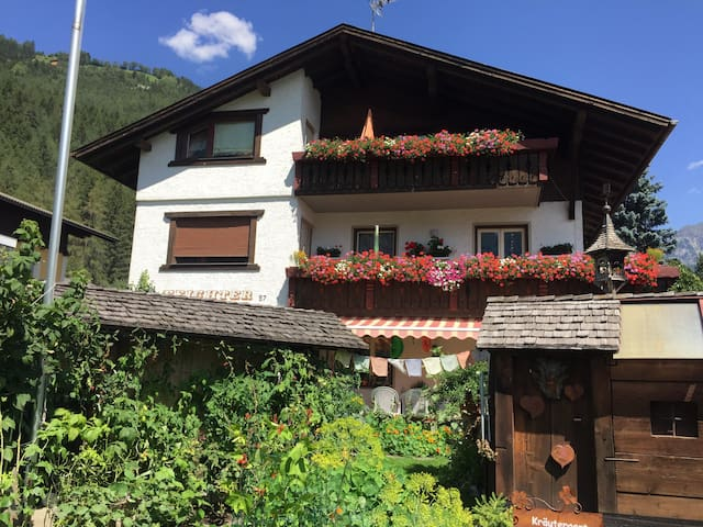 •Gemütliche Dachgeschoßwohnung