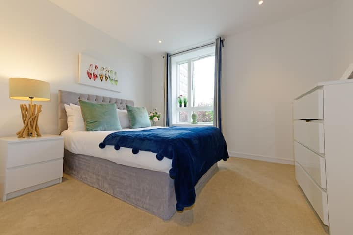 Executive Apartment Near Chiswick and Kew Gardens