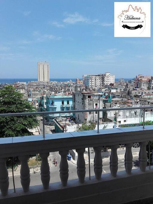 Fabulosas vistas de La Habana, desde el balcón de Habana 360°.