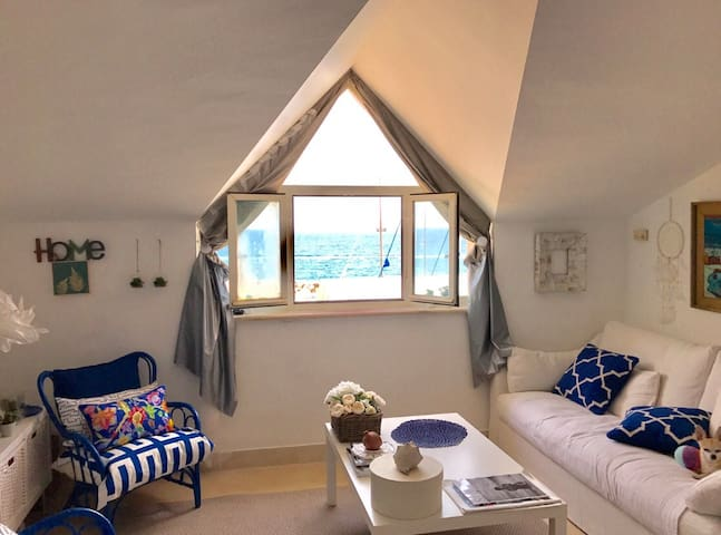 Acogedor con vistas al mar . Cozy with sea views
