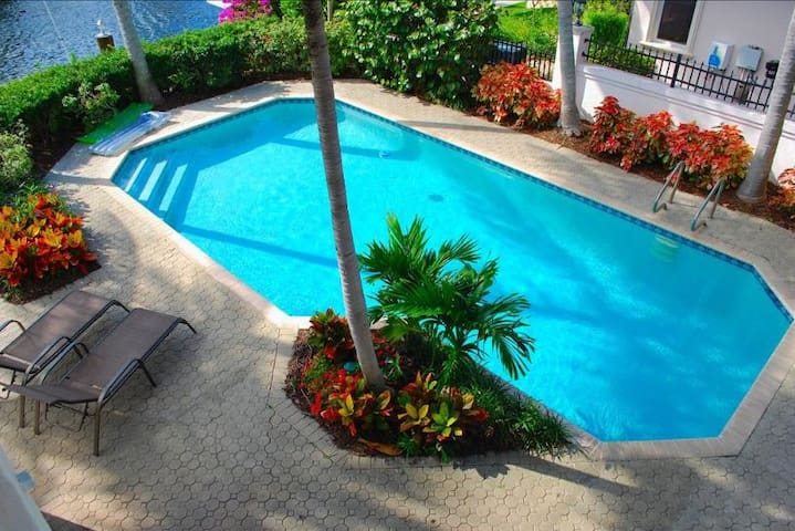 "By The Sea Vacation Villas LLC- ""Casa Palma"" - Lauderdale-by-the-Sea - Dom"
