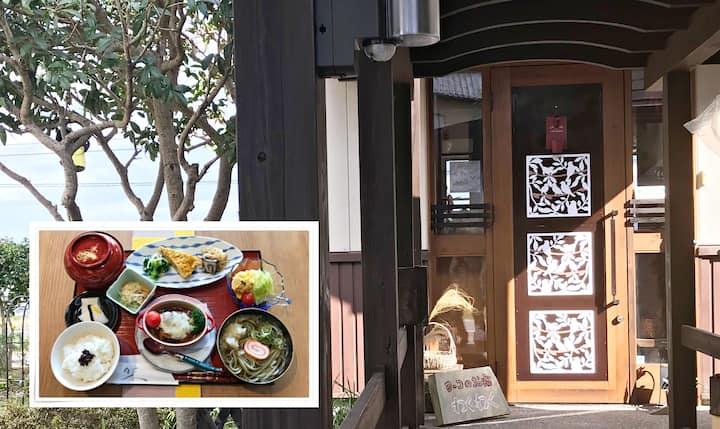 おわらの里、富山県八尾町の高台にある離れの住まい「わくわく」。お食事の提供可能(別料金)。