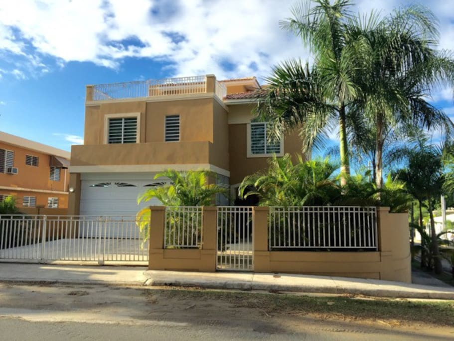 Private 4 Bedroom 3 1/2 Bath Home with Private Pool