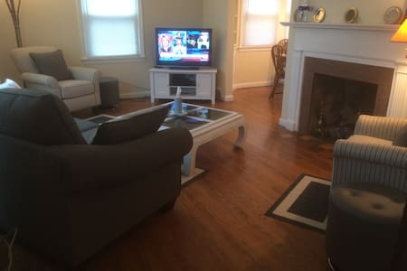 Quiet, clean, pet friendly home - Euclid