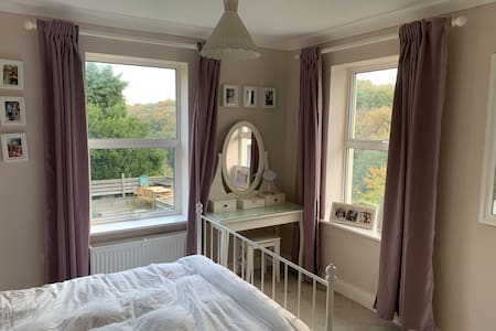 Lovely Double Room overlooking ancient woodland