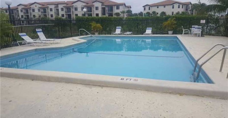 Cozy room close to MIA Airport/DolphinMall - Miami - Appartement
