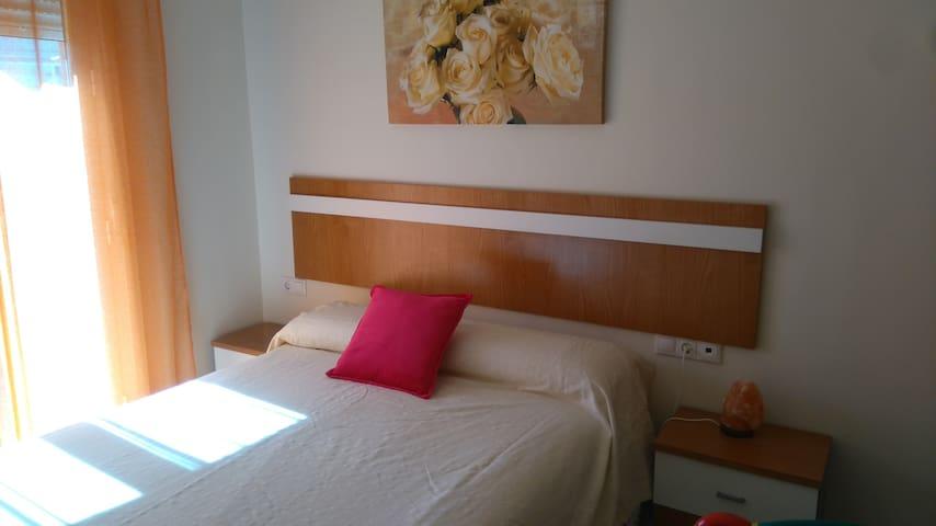 Apartamento con terraza muy cerca de la playa - Vélez-Málaga - Condominio