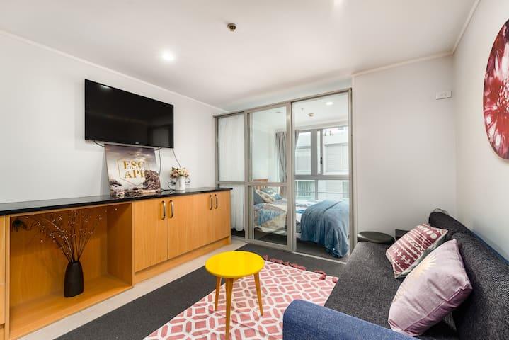 舒适的两卧室公寓靠近天空塔