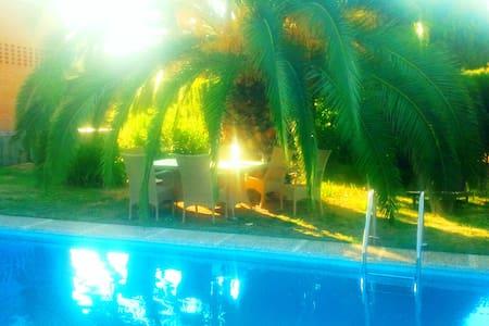 Casa Romantica 18 pax, PortAventura - Riudoms
