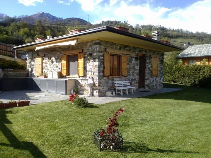 Villino con giardino privato e vista su Aosta!