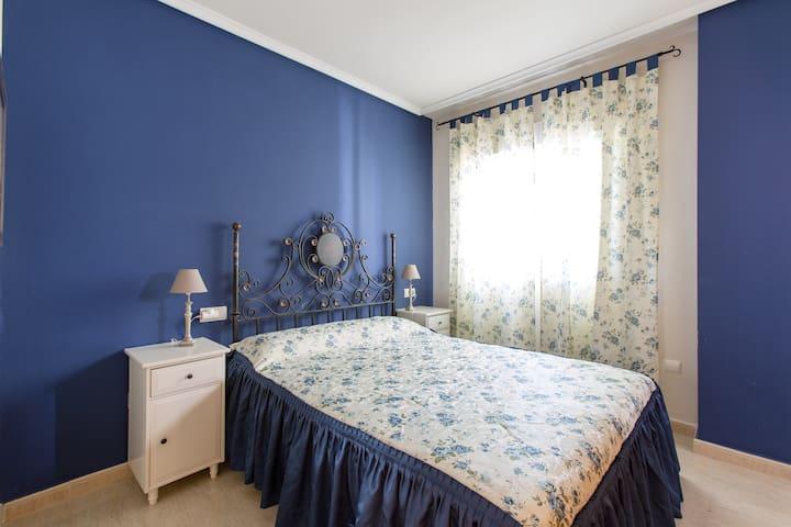Bedroom 1 / Спальня 1 / dormitorio 1