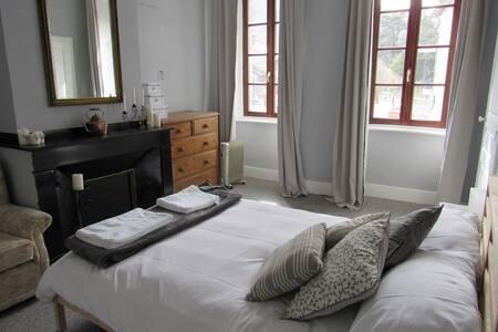 Les Deux Rives room 4