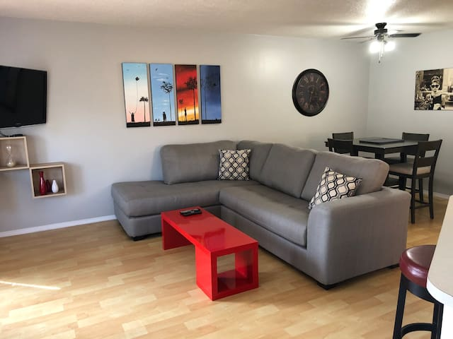 Cozy Home Away From Home - Netflix & Pet Friendly!