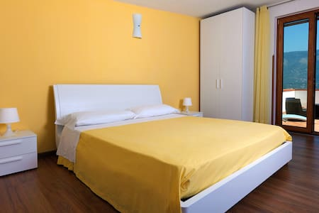 B&B Sunflower- amazing room in Sorrento Coast - 维克艾库塞(Vico Equense) - 住宿加早餐