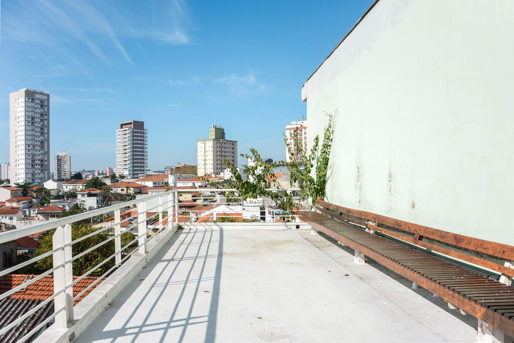 large terrace with panoramic views of the neighborhood