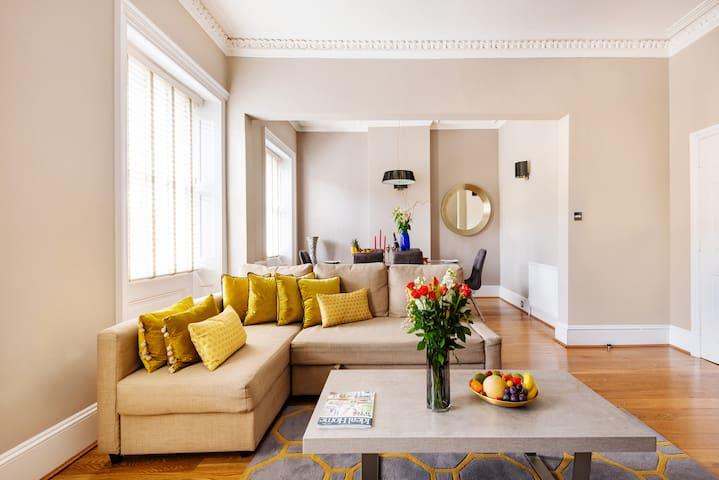 Large 2Broom 2Bathroom Flat 2' from  Hyde Park