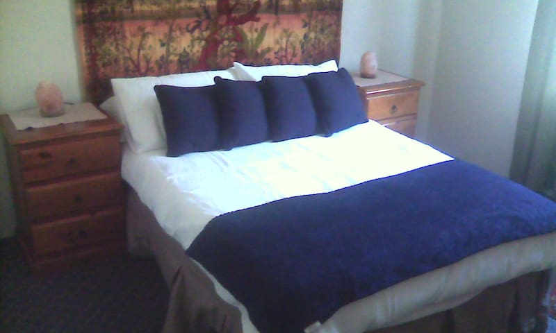 Comfortable room in a friendly home, Thornlie WA