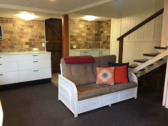 lounge kitchen retreat
