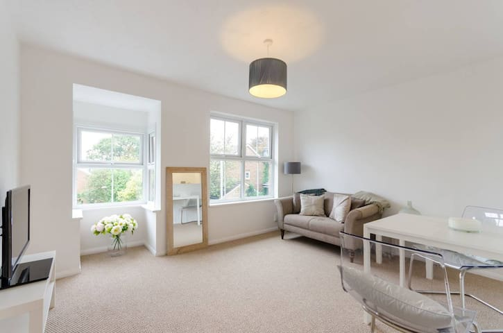 One Bedroom Private Flat with Kitchen & Bathroom