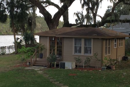 Cozy Cottage on the Alafia River. - Riverview - Stuga