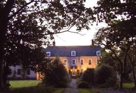 Cockenzie House & Gardens:Mercat - Cockenzie
