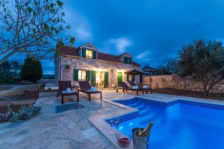 Great newbuilt villa with pool for 8 person - Privlaka - Villa