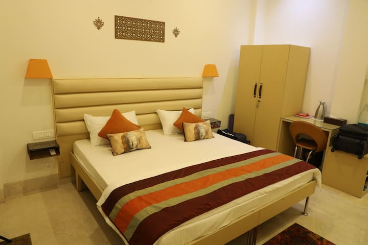Bed & Oats -Luxurious Private Bedroom @ Gurgaon- 5