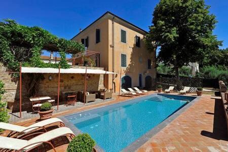 Art-nouveau villa with private garden and pool - Fabbrica