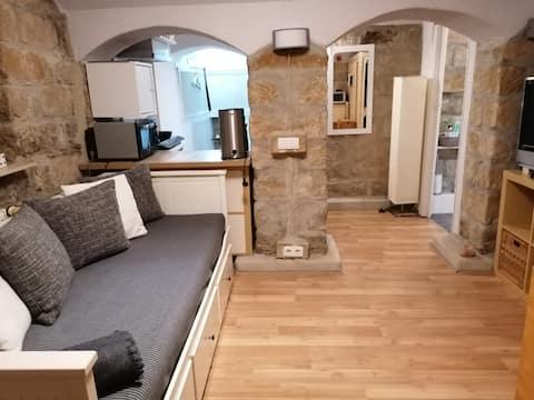 μικρό υπόγειο διαμέρισμα στη Δρέσδη Neustadt