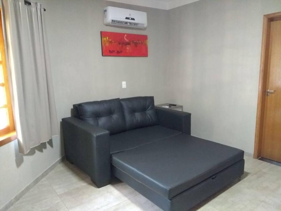 Sala com ar condicionado, sofá cama