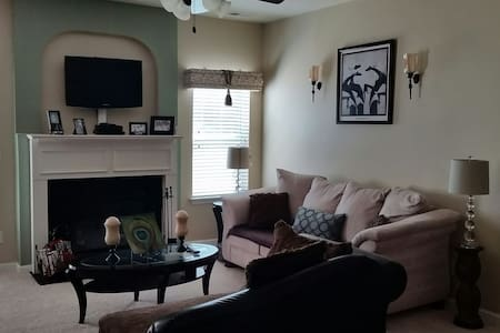 Large Room & Bath in Powder Springs - Powder Springs