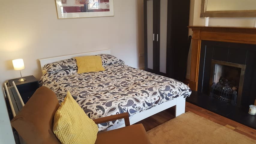 Comfortable double room in south dublin