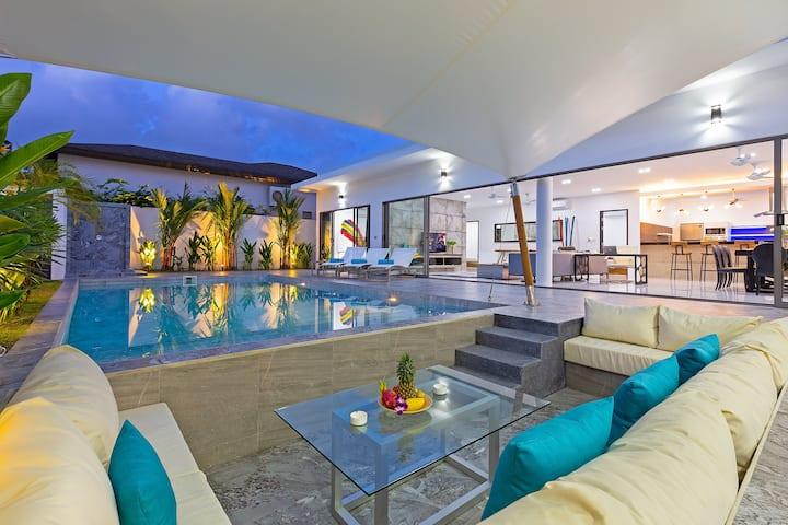 全新的豪华泳池别墅,出色的设计,四卧室