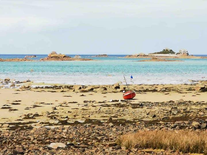 Vue sur l'archipel de Bréhat, la plage à 200m...