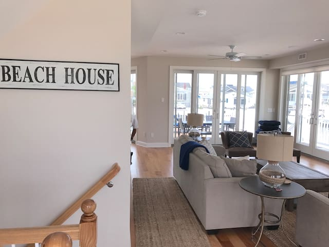 Entry area as you walk into great room. Open floor plan with kitchen & dining area. Queen sleeper sofa in great room.
