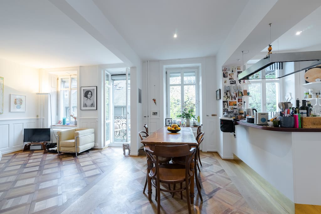 Kitchen with open livingroom and eatingtable
