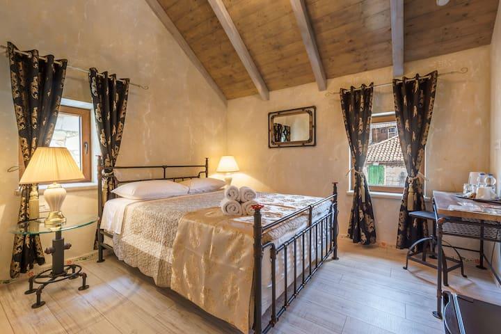 "Heritage Palace Varos ""Standard room"""