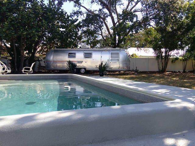 Airstream and pool near the beaches - Gulfport