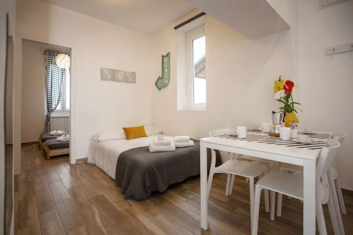 Modern 2 bedrooms APT V.le Certosa with A/C & WIFI