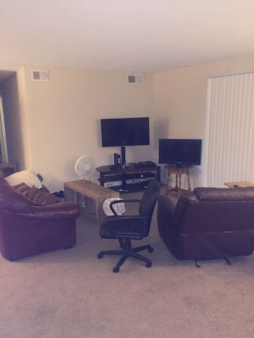 Price is negotiable. Inbox me. - Indianapolis - Apartament