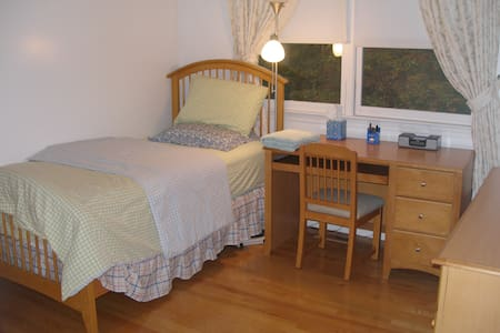 Quiet Clean Specious Room to Relax - Bedford - Hus