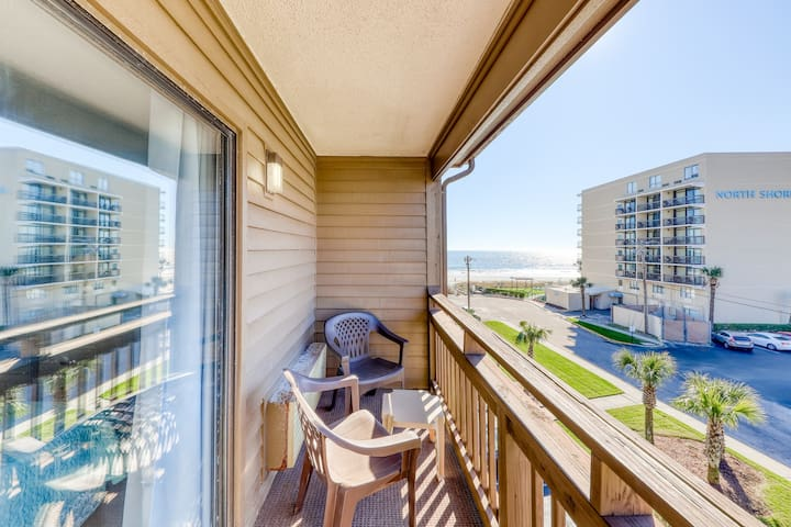 Atlantic-style condo w/ ocean view, shared pool, & A/C - 50 steps to the ocean!
