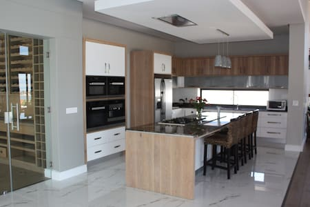 Luxury Holiday Rental Wine Estate Hermanus - Hermanus - Villa