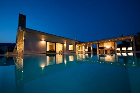 Gorgeous pool villa with stunning View - Λουτράκι