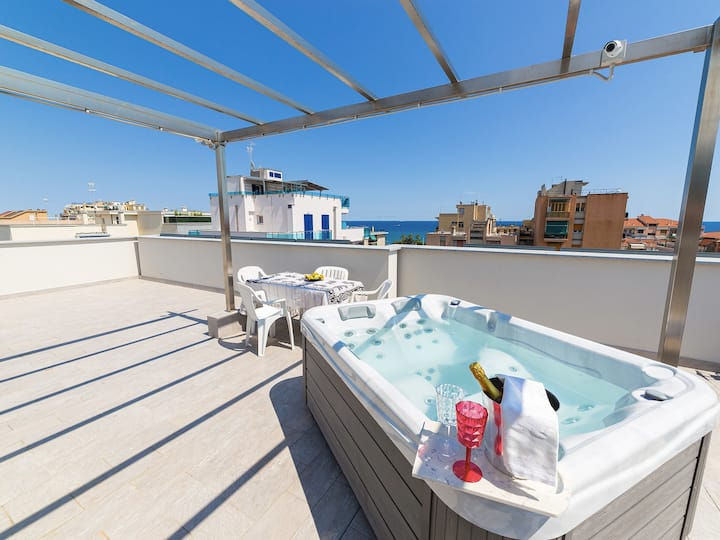 Loano Fronte Mare - with private pool and sea view