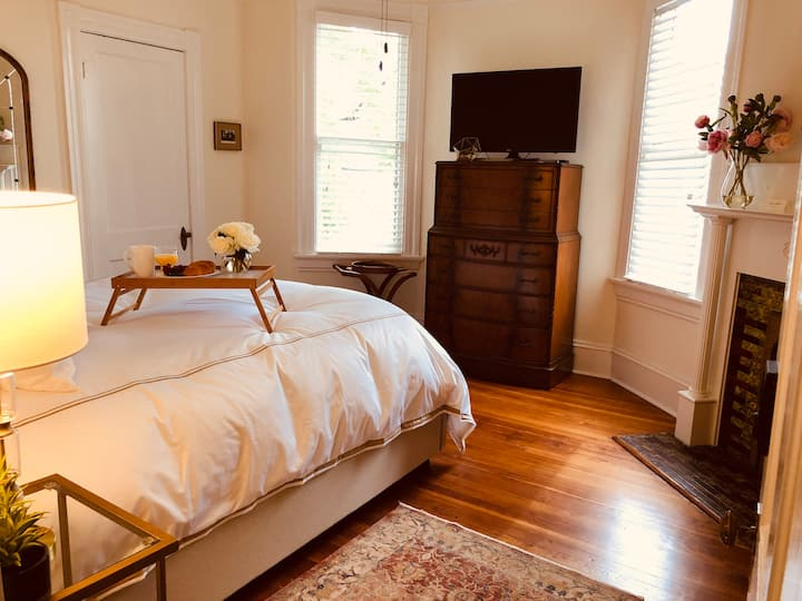 Hamilton Howell Bed & Breakfast - DuBois Room